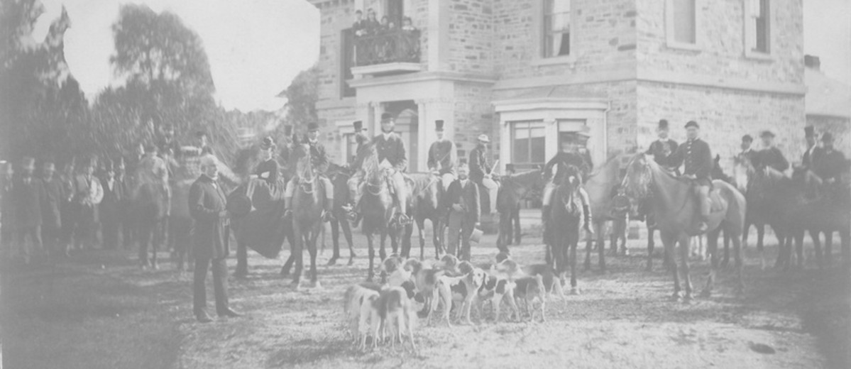 Image: gentry riders posing with their hounds