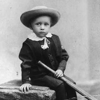 Image: Small boy with cricket bat