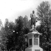 Image: The memorial statue of Charles Cameron Kingston