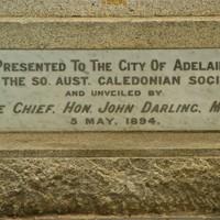 Unveiling plaque on Robert Burns statue