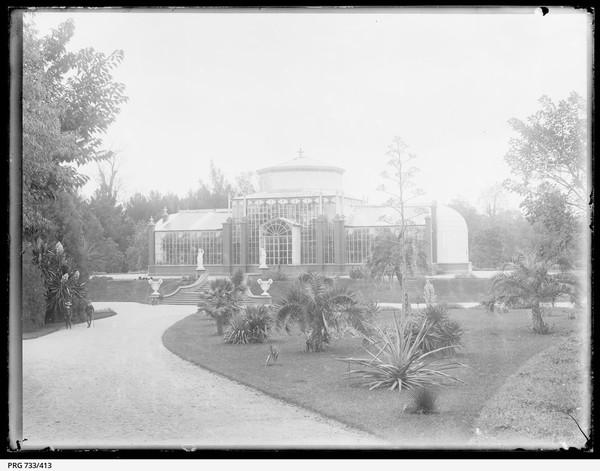 Image: Glasshouse in botanic garden