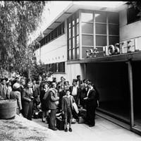 Image: British migrants arriving at hostel entrance