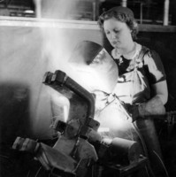 Image: Women welding in factory