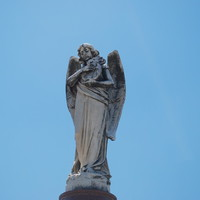 Image: Statue of an angel holding a harp